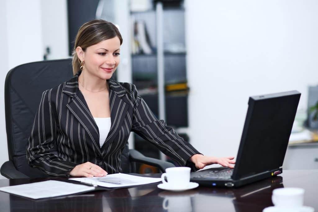 Secretariado o que faz? Funções, atribuições e salários! - Foto: Uninter