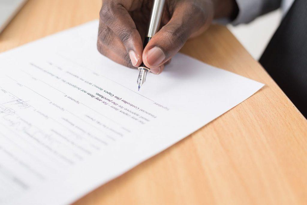 Como fazer um contrato? Veja em 12 etapas! - Foto: ID
