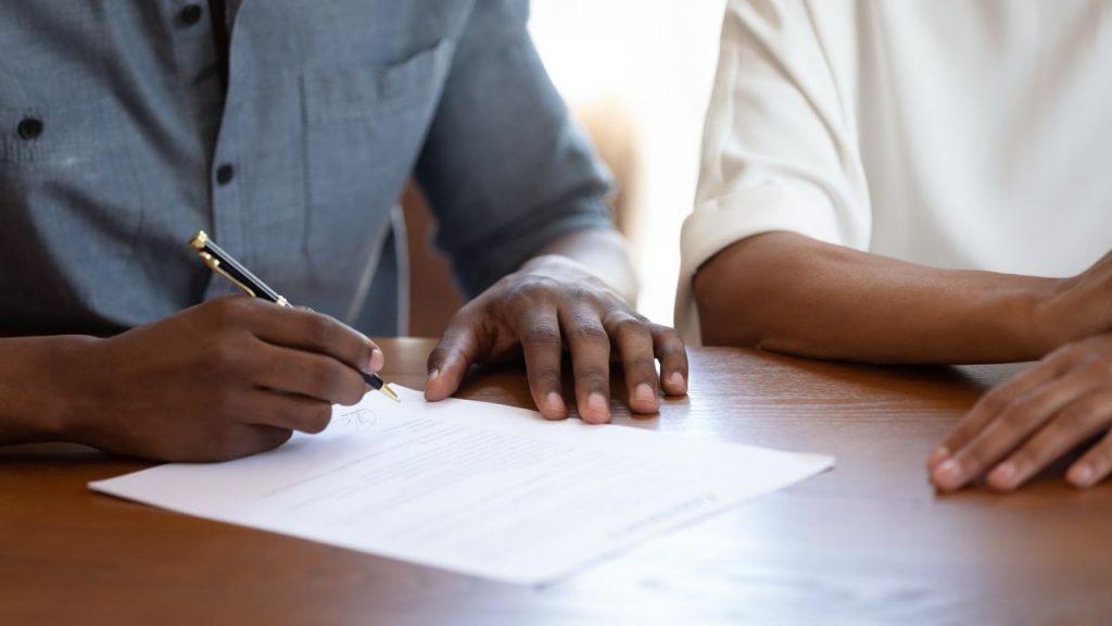 Como fazer um contrato? Veja em 12 etapas! - Foto: DN